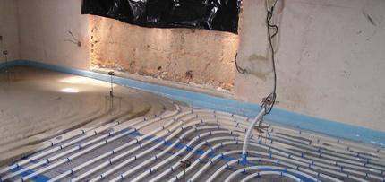 Zalití podlahového topení betonem